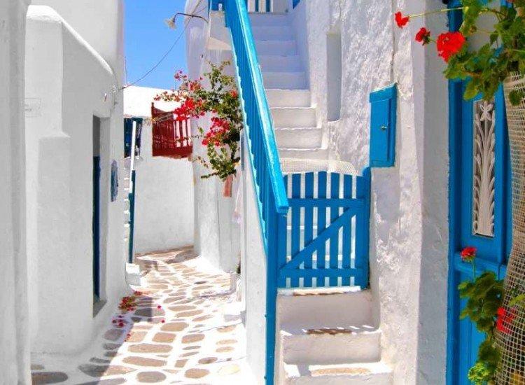 Сгради и забележителности-Фототапет Красиви бели улици