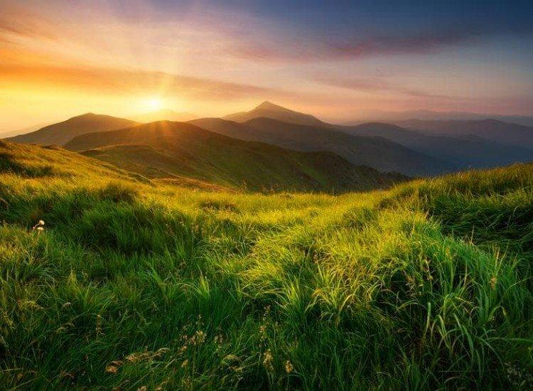 Пейзажи и природа-Фототапет Планинска долина по изгрев